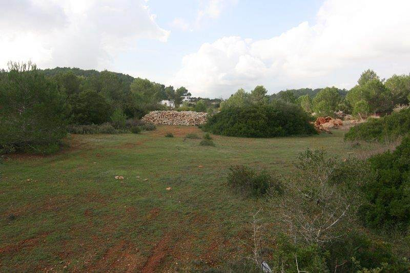 Plot for sale with build in Santa Eulalia