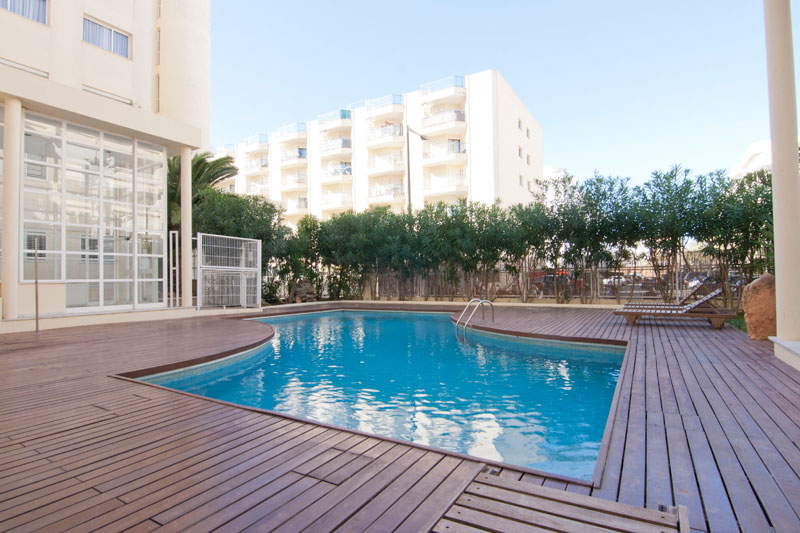 Three bedroom apartment in front of Marina Botafoch for sale
