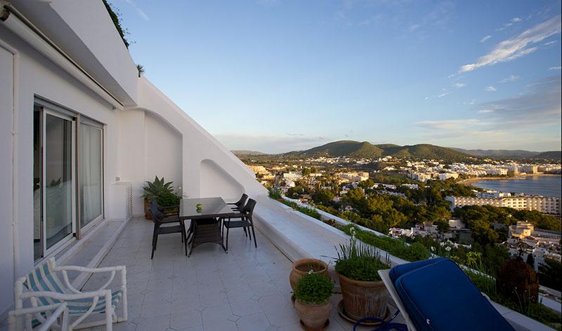 Spacious 2 bedroom apartment in Santa Eulalia Siesta sale