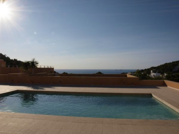 Spacious two bedroom apartment in Cala Carbó for sale