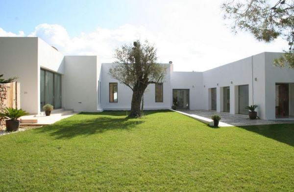 Modern three bedroom villa for sale in Santa Gertrudis