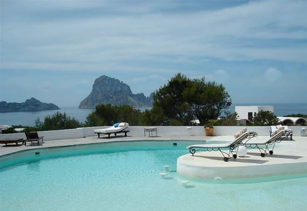 Luxury home with 8 bedrooms for sale in Cala Carbo