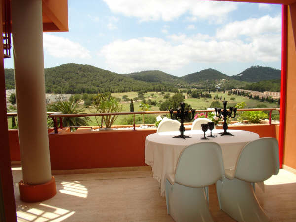 Luxury and elegant 2 bedroom penthouse for sale in Roca Lisa