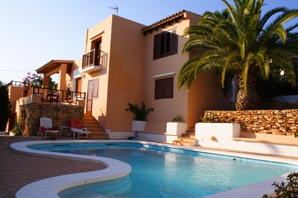 Four bedroom house for sale in Talamanca