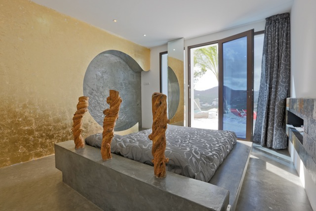 Unique villa for sale in Cala Llonga