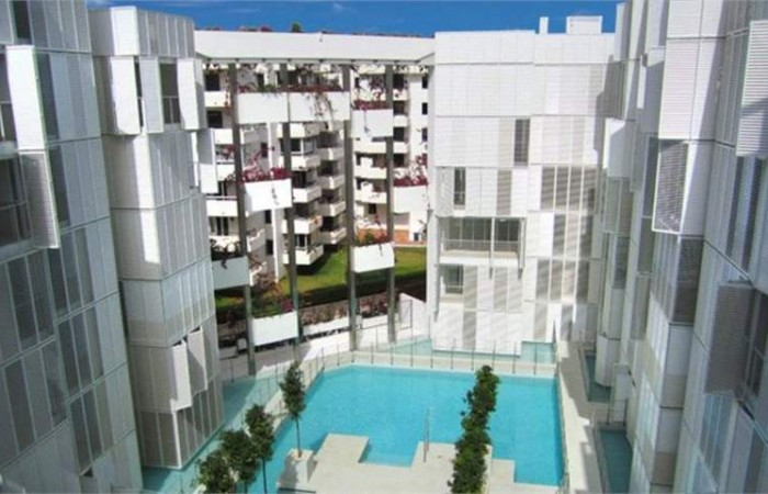 Flats for sale in building White