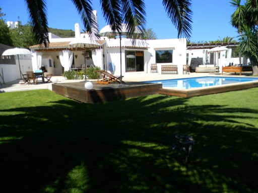 Nice house for sale in Santa Eulalia in Ibiza