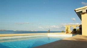 Villa in a great location in Cala Gracio - first line to the sea