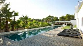 Modern villa with walk distance to the beach of Cala Salada