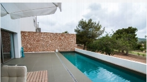 Modern House with garden and private pool for sale