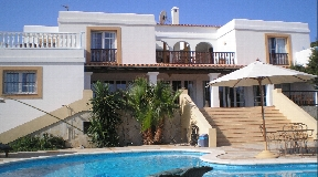 Opportunity in Cala Bassa best views