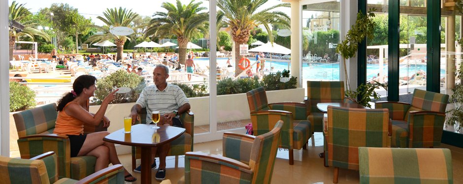 Hotel for sale  located on the second line of the beach of Es Canar