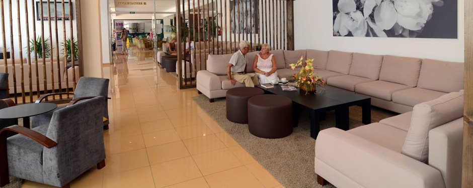 Hotel with 265 rooms with 3 stars second line of the beach of Es Canar
