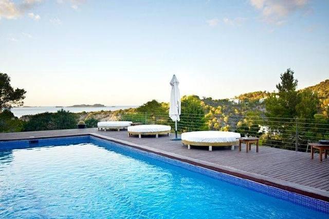 Villa in a unique location and stunning sea views