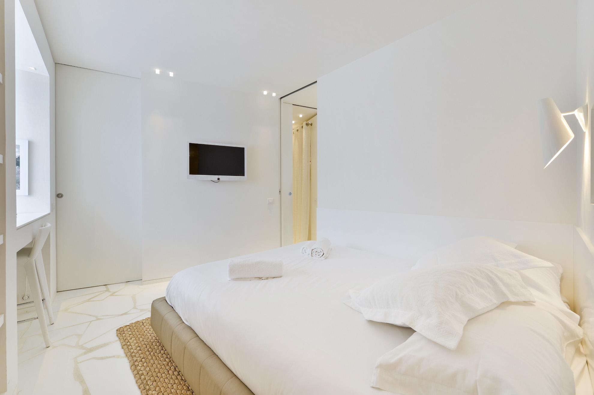 Modern luxury apartment for sale in the prestigious building Las Boas