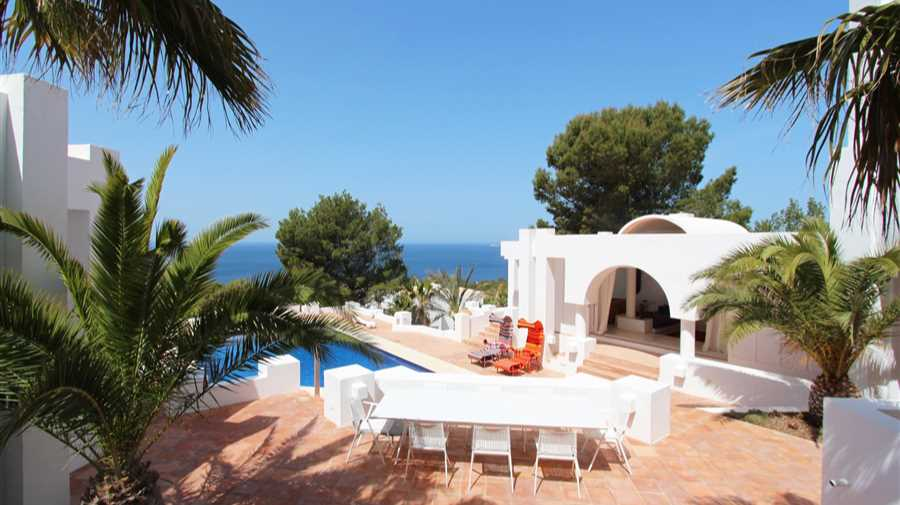 Villa with magnificent views to the Sea