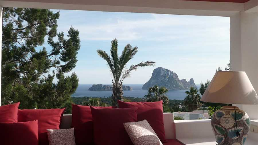 Villa with wonderful sea view in Carla Carbo