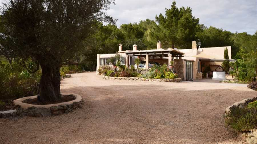 Authentic country house with breathtaking sea views in Benimussa for sale