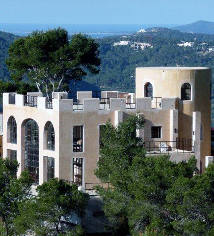 Mansion of 800m2 with plot of 15,000m2 in Green Mountain