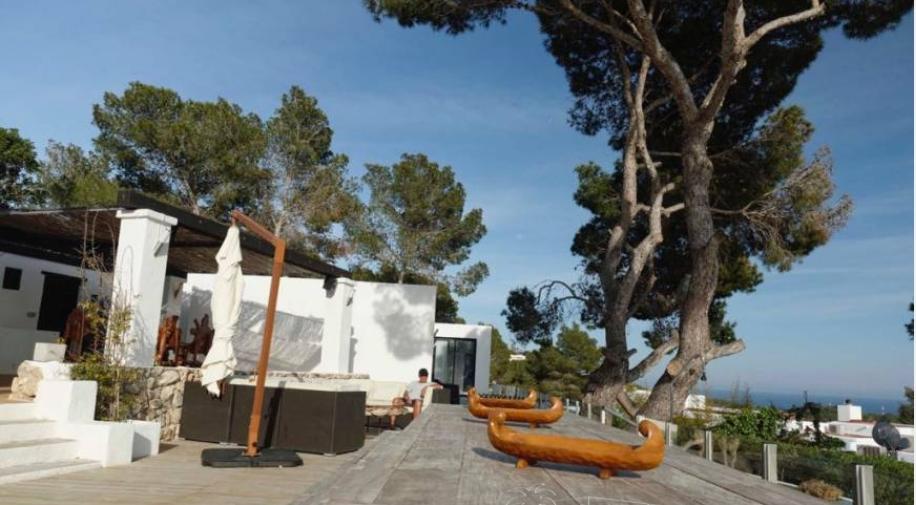 Big villa for sale in Talamanca with 8 bedrooms