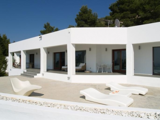 Modern Villa for sale near Cala Tarida with views and infinity pool