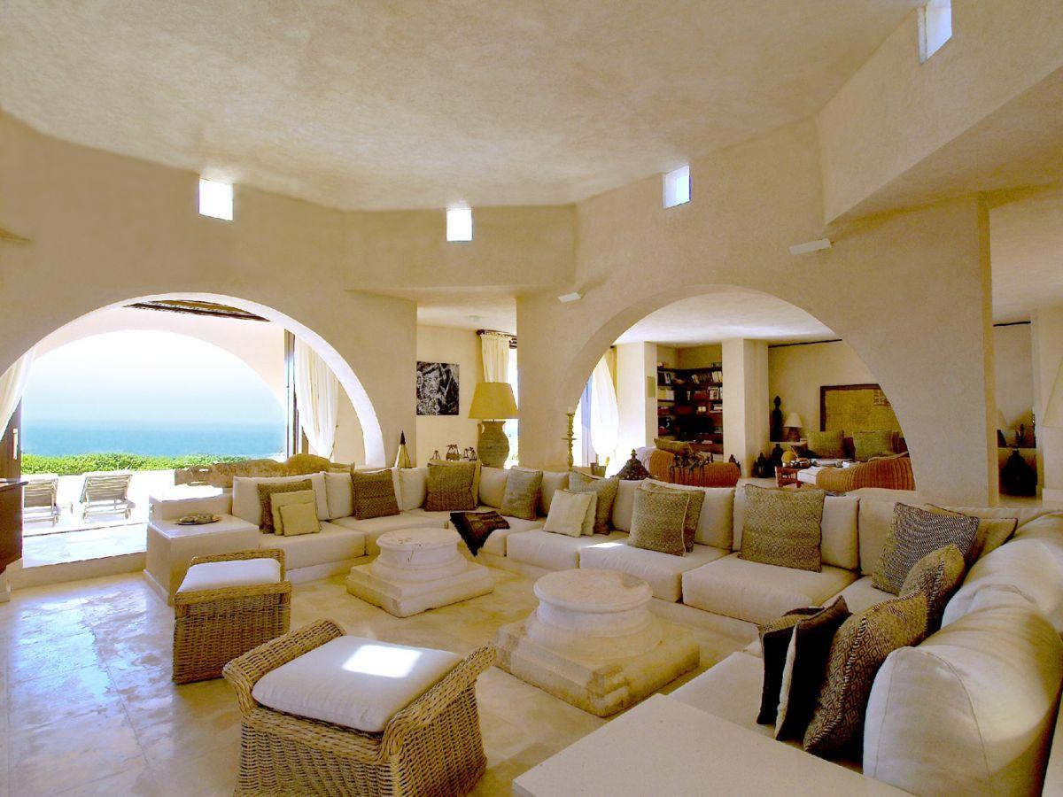 Magnificent Frontline Luxury Villa In Calo D En Real