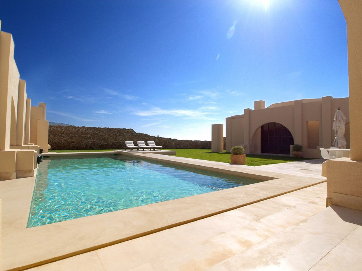 Magnificent frontline luxury villa in Calo D'en Real