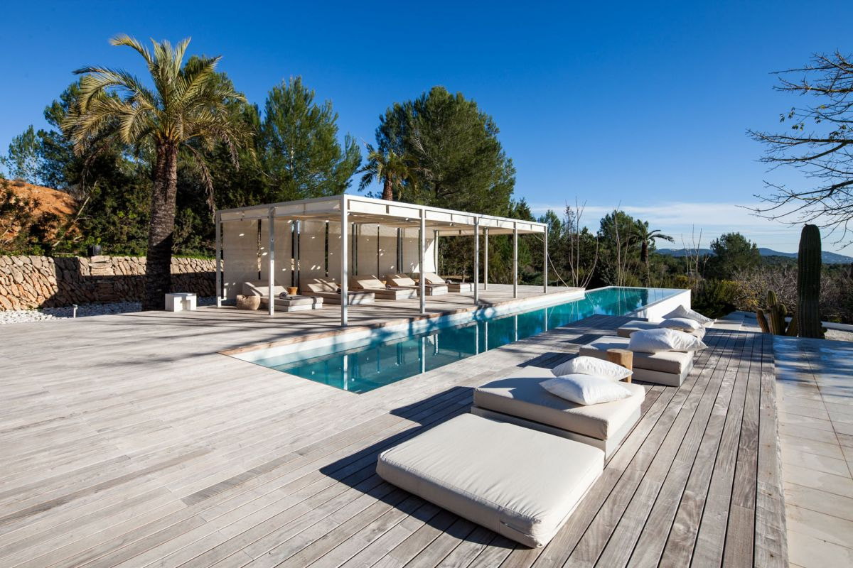 Luxury and modern villa in the heart of the island