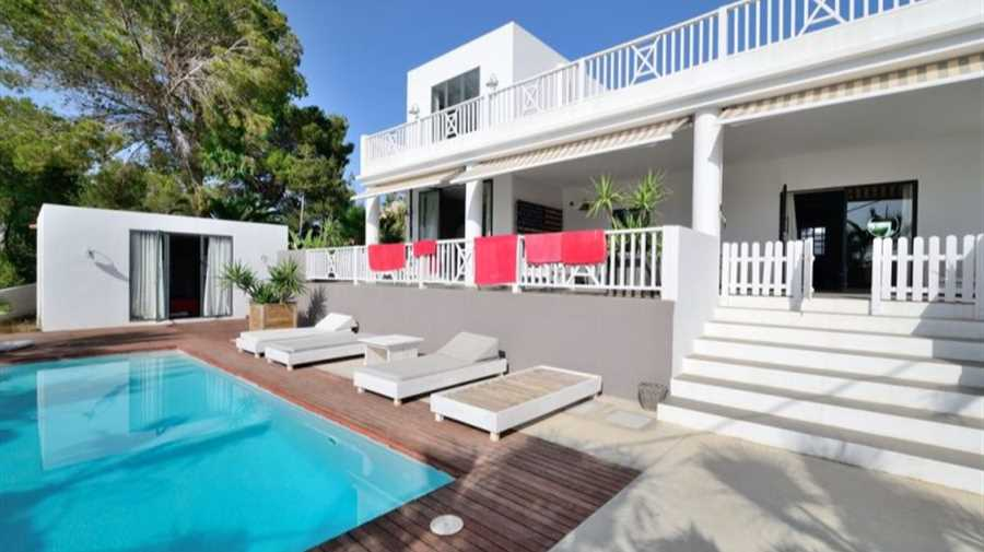 Modern house for sale between Cala Bassa and Cala Conta