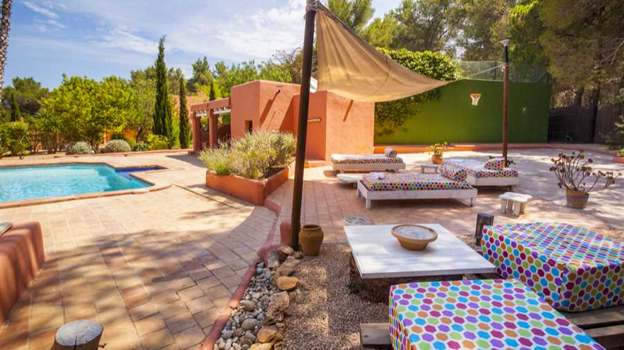 Large Ibiza style property in San Gertrudis for sale