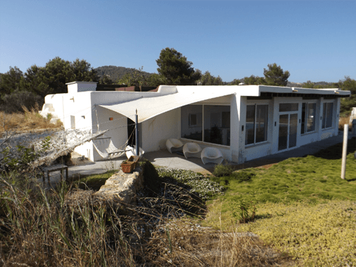One of the best located villas in Jesus with great view for sale