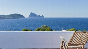 Charming house close to the beach with sea views for sale