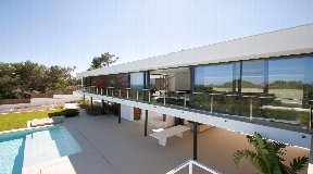 Contemporary style villa with great views for rent