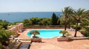 Charming luxury villa close to the beach with sea views Roca lisa