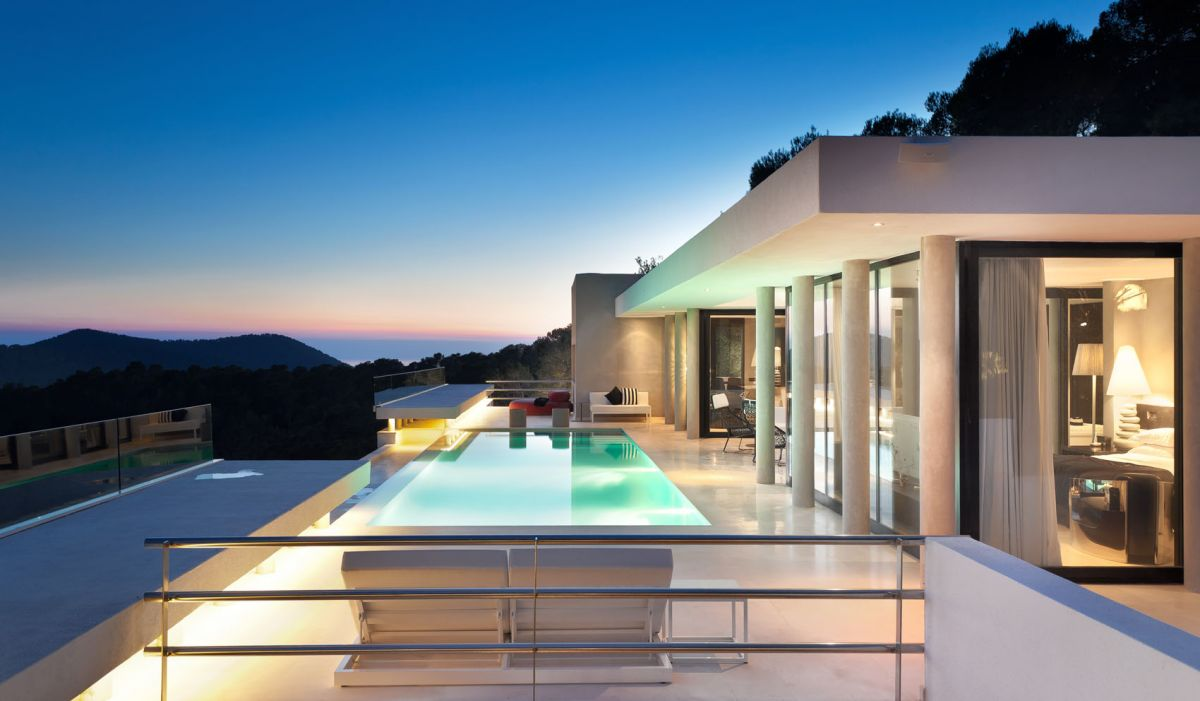 Exclusive contemporary villa with panoramic sea views for rent