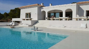 Contemporary villa with large plot and great sea views for rent