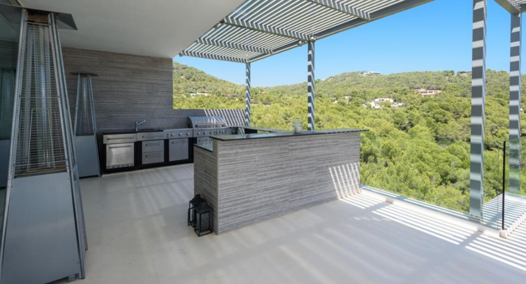 Spectacular villa in Cap Martinet with stunning sea views