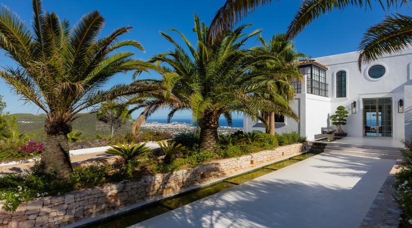 Exclusive and unique Villa in near to Ibiza center