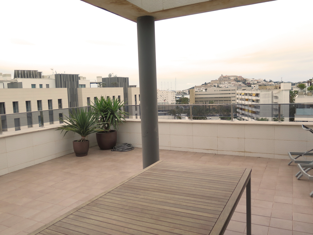 Penthouse within walking distance of Marina Botafoch