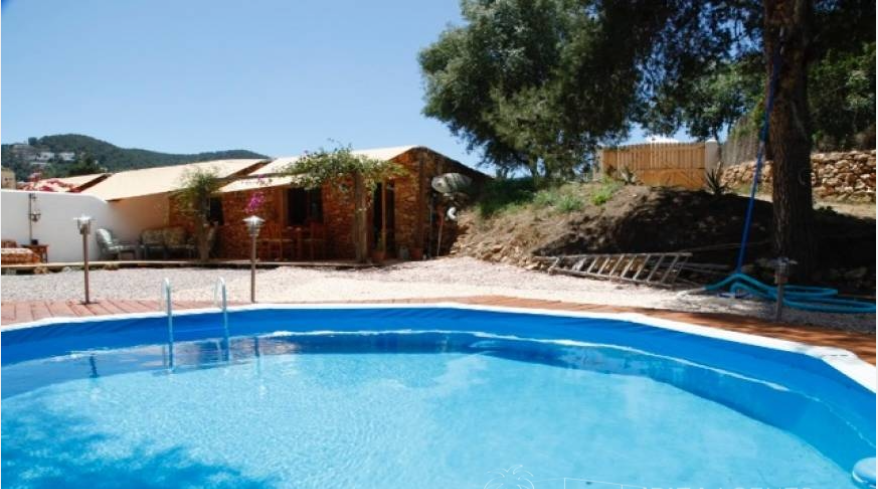 Two houses in a very central area of Santa Eulalia