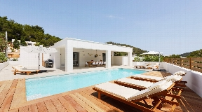 Newly renovated 5 bedroom villa with pool and guest house near the beach of Cala Llonga