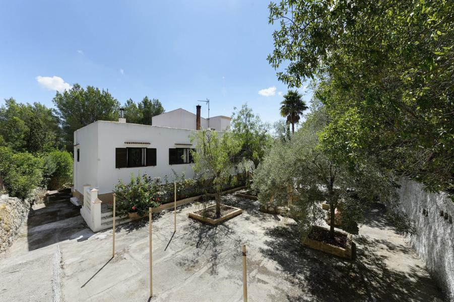 Villa with lots of charm for sale in quiet location and lots of peace in Ibiza