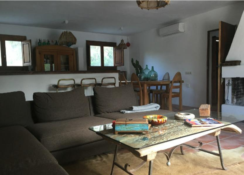 Finca in Cala Conta with lots of space and tranquility