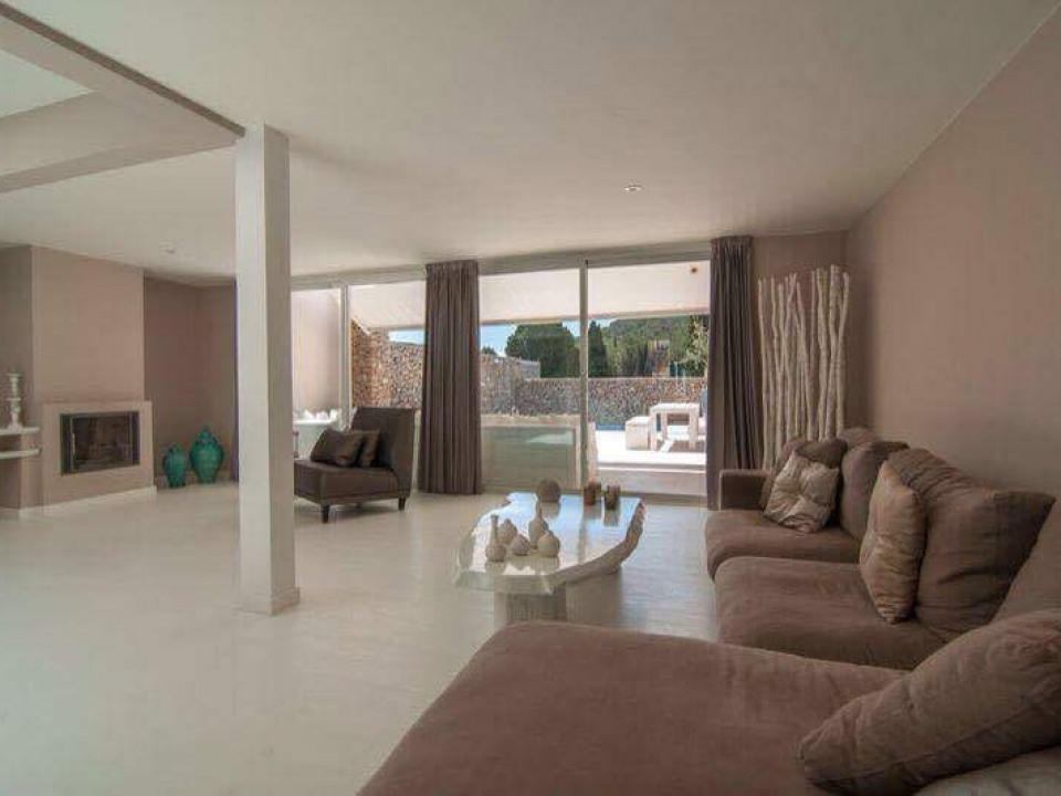 Beautiful single-family house in Roca Lisa