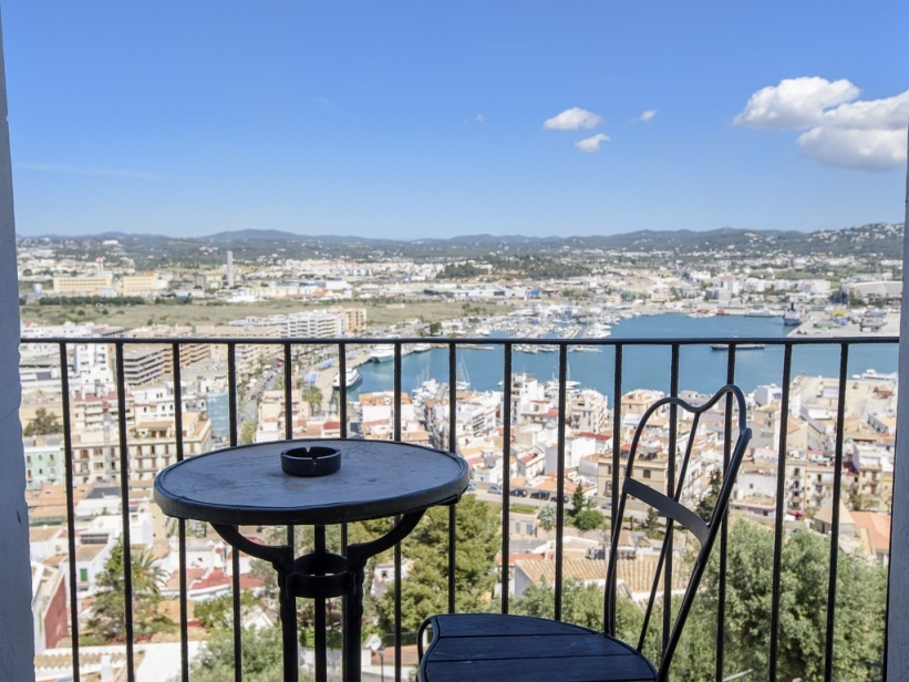 Large renovated apartment overlooking Ibiza, the harbor and the castle
