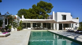 Beautiful attractive and minimalist villa in Roca Llisa