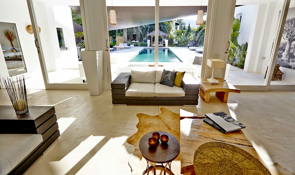 Beautiful attractive and minimalist villa in Roca Llisa