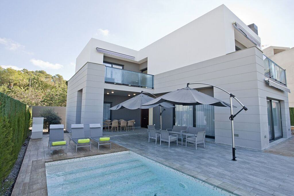 Amazing vacation home in Ibiza near Marina Botafoch and Dalt Vila for rent