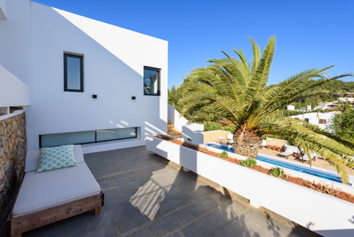 Amazing villa with a sea view in Talamanca for rent