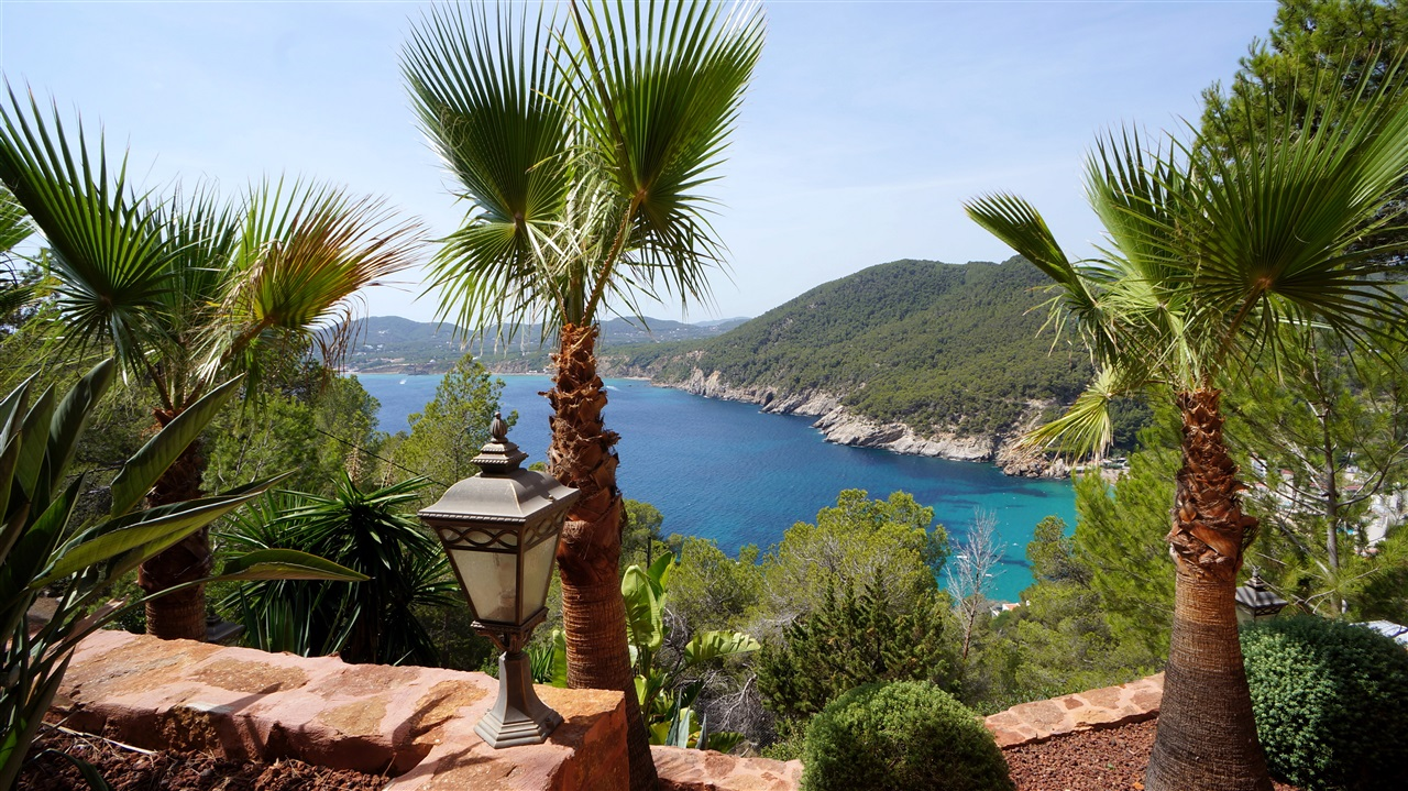 Luxury Villa in Ibiza with fantastic views in Cala San Vicente for sale